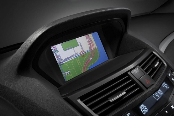 讴歌方面宣布,计划逐步淘汰目前滞销的ZDX车型。将推出的讴歌ZDX小改款车型,预计在10月19日开始发售,预计起步售价为50920美元(约合32.07万元人民币)。  运动型跨界车讴歌ZDX的设计初衷是希望与同样定位的宝马X6进行竞争,但从目前来看ZDX的销售情况并不理想。在美国地区这款车仅销售出1564台。尽管如此,讴歌方面人表示重新设计的ZDX仍值得期待。  在全新换代车型推出之前,小改款的讴歌ZDX将包含新的保险杠、重新设计的进气格栅以及新样式的合金轮毂。  内饰方面的变化很有限,该款车型已经配备了