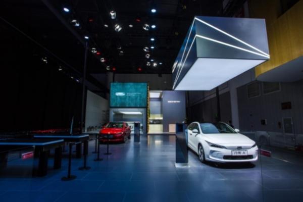 _0907【新闻稿】几何品牌成都首次设展,打造蓉城最具文艺范展台248