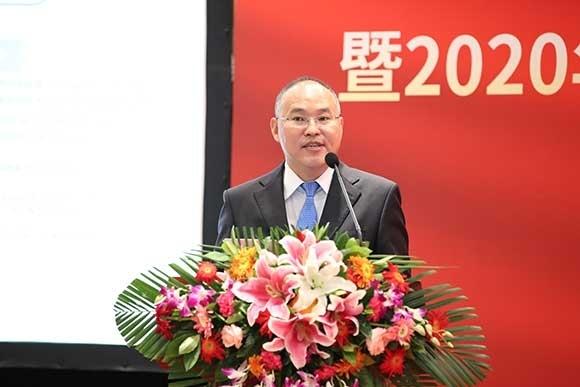 2-1中国质量协会CACSI测评负责人、国优测评研究总监夏斌发布《2020年中国万博手机manbetx官网行业用户满意度测评结果》